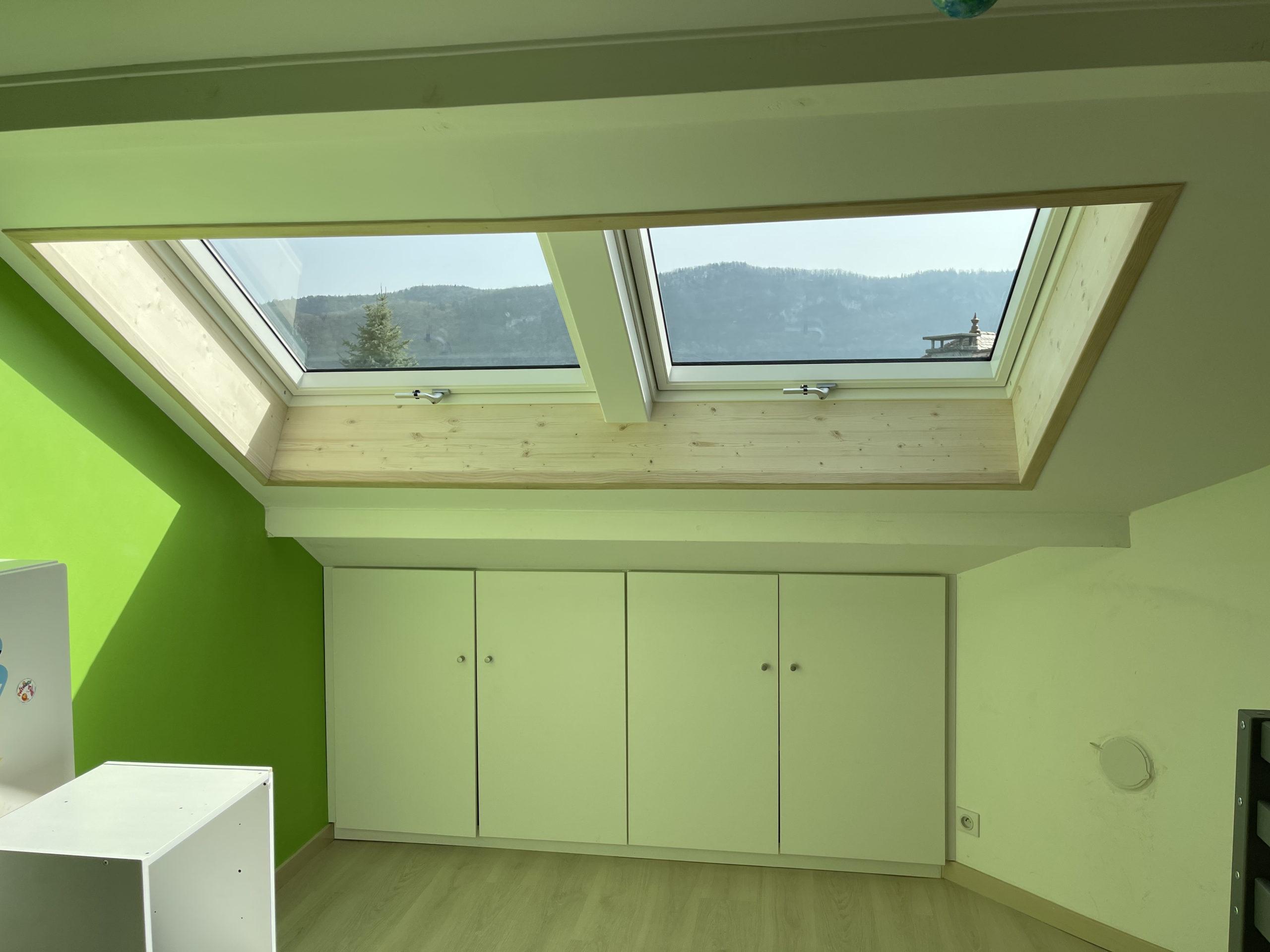 Installation de deux fenêtres de toit VELUX à Seynod
