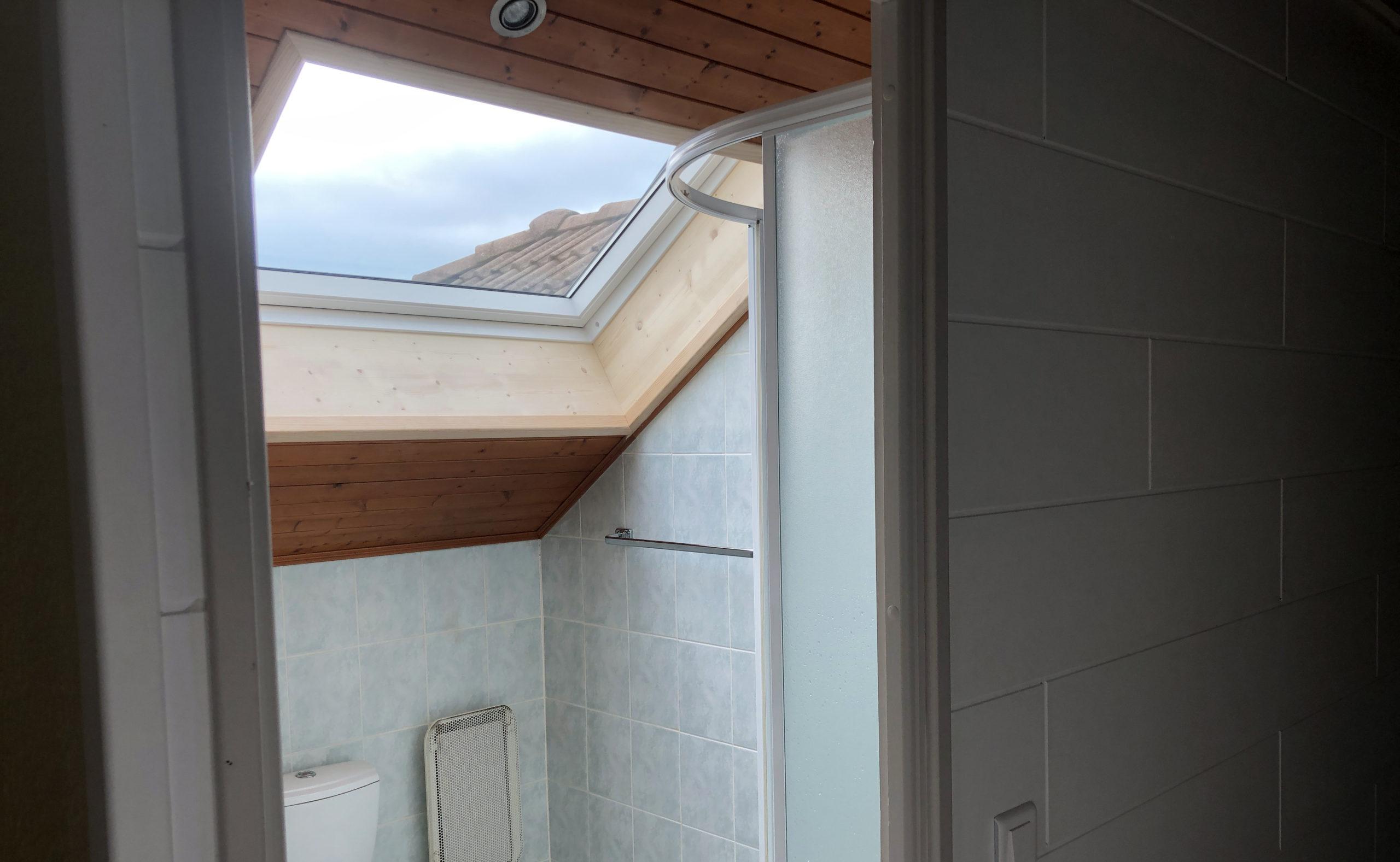 Création d'une fenêtre de toit VELUX à Cranves-Sales