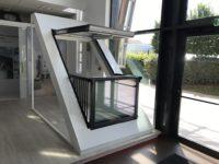 Pose d'une fenêtre-balcon Velux chez un particulier