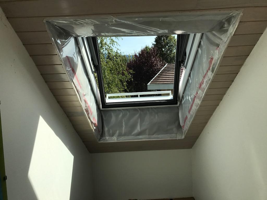 fenetre balcon velux trendy hdm gris fonc fentre de toit store enrouleur store occultant. Black Bedroom Furniture Sets. Home Design Ideas