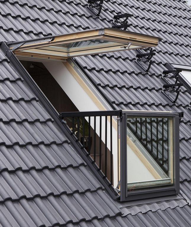 Pose d'une fenêtre balcon VELUX à Annemasse en Haute-Savoie
